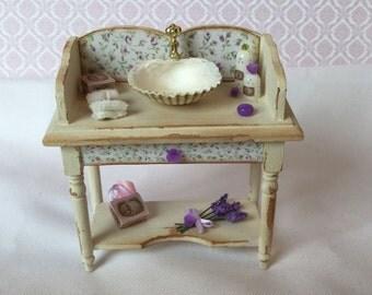 Shabby chic style washbasin cabine