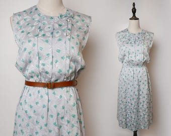Vintage 1960s Grey Dress, Green Leaf Print Pattern, Shine Soft Vintage Fabric, Pearl Style Buttons, Small Bow Collar, Size S - M