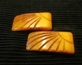Vintage Deeply Carved Butterscotch Brown Bakelite Dress Clip/Fur Clip in Sun-burst Pattern circa 1930s-40s
