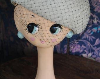 Cream organza hat and his small black veil 1950