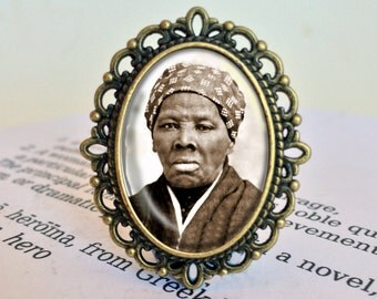 Harriet Tubman Brooch - Civil Rights Jewelry, Feminist Icon Brooch, Heroine Gift, Black History Brooch, Vintage Women's History Jewellery