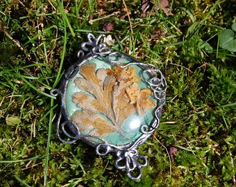 Leaf and flowers pendant in silver and mint