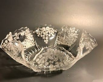 Vintage New Martinsville Ruffle Large Glass Bowl, Radiance Meadow Wreath Etched Pattern