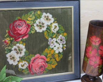 Vintage Wreath Needlepoint/ Floral Needlepoint/ Floral Sewing/ 1950s Sewing/ Art & Collectables/ Fiber Arts/SALE