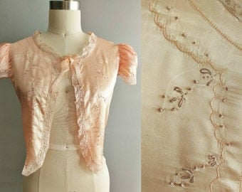nightcap / 1940s embroidered bed jacket in peach / medium large