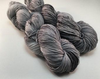 Dark matter - 75/25 - Superwash Merino and nylon