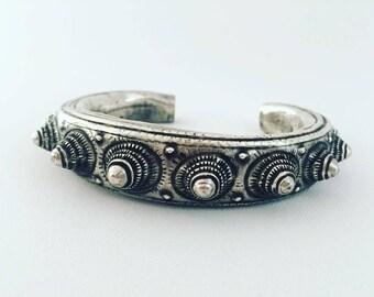 Miao, handmade, tribal, bracelets, Oonuks, silver, women, ethnic and fair trade, vintage, jewelry.  Design bracelet, unisex. Tribal style.