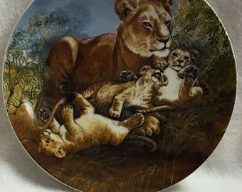 Knowles Signs of Love - A Watchful Eye (Lion and Cubs ) - Collector Plate (#050)
