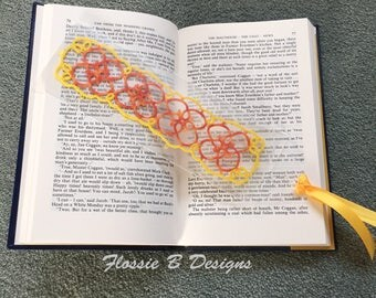Handmade lace bookmark, tatted lace, tatting, book accessories, birthday gift, gift for her, delicate lace bookmark
