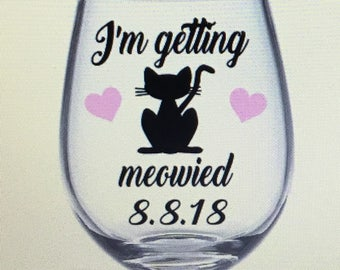 I'm getting meowied wine glass. I getting meowied gift. Getting meowied wine glass. Meowied wine glass. Meowied gift.