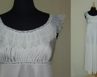 Shadowline White Peignoir, Long Peignoir, White Robe and Nightgown, Size Small Nightgown and Robe, Wedding Peignoir