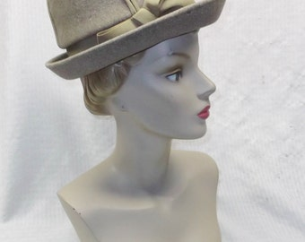 1960s Vintage Gray Felt Hat with Grosgrain Bow Henry Harris Cincinnati