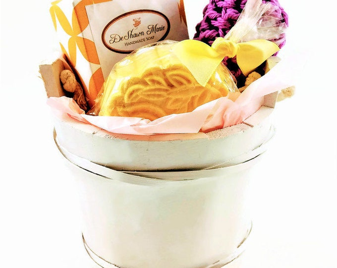 Bath Bucket Soap Gift,  1 full soap bar, 1 bath bomb and hand knitted soap saver, Lemongrass Soap Gift Set, Mother's Day Gift, Vegan gift