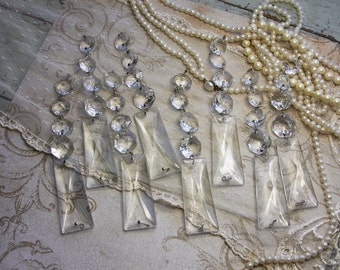 Vintage CHANDELIER CRYSTALS (1) for Jewelry-Artwork or Lamp Repair- Sun Catcher Glass- Swag- Found Object- Wedding Decor- P3