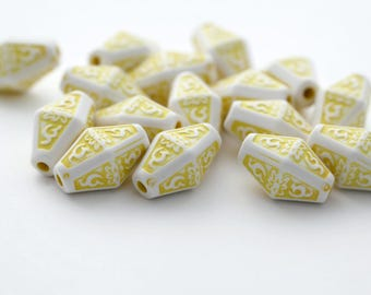 Etched Carved Yellow White Acrylic Bicone Beads 18mm (16)