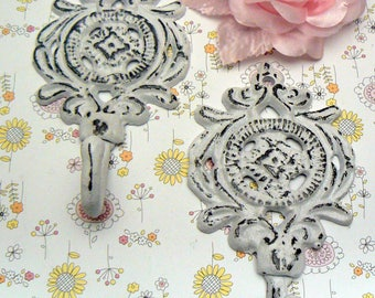 Medallion Shabby Chic Pair Hooks Floral Beach Home Nursery Decor
