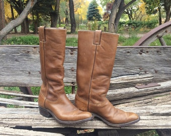 Vintage Men's size 7 D (Women's 8 to 8.5) cowboy boot light brown leather Justin, tall cowgirl boot, campus boot, Western boot festival boot