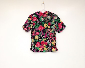 Vintage 1990s Beautiful and Bright Floral Print Top
