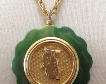 Spinach Green Lucite Gold Mesh Asian Writing Medallion Pendant Necklace – 1970s Jewelry