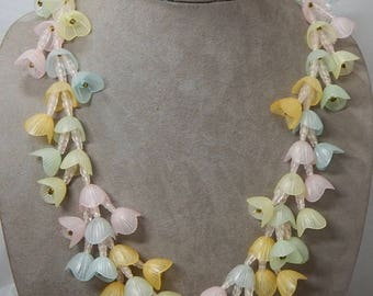 Retro Plastic Pastel Flower Necklace & Clip On Earrings Set    OAW26