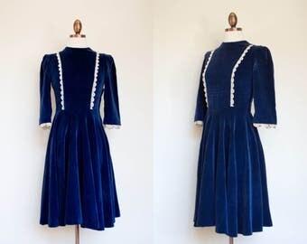 vintage 1940s dark blue velveteen dress / 40s New York Creation navy blue velveteen dress with lace / Petite XS