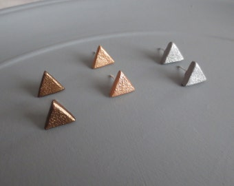 Apex - One Pair of Mini Triangle Earrings; Brass, Rose Gold or Silver Geo Clay Tiny Triangle Stud (Boucles / Dreieckohrringe) by InfinEight