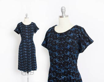 Vintage 1950s Dress - Black Wool Knit Blue Embroidered Fitted Day Dress - Large L