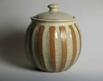 Cookie jar with stripes