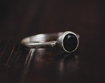 Sterling Silver Onyx Ring-Onyx Stackable Ring-Delicate Stacking Rings-Onyx Jewellery-Gothic Rings-Black Gemstone Rings