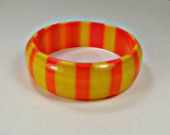 Vintage LUCITE STRiPED BANGLE BRACELET Orange Yellow Thick Plastic Jewelry Gift