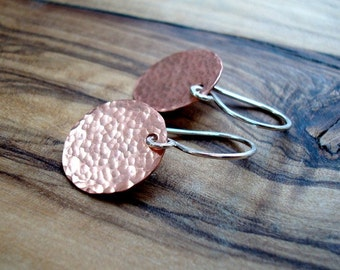 Copper earrings - Hammered earrings - Round Earrings - Copper Jewellery - Modern Earrings - Everyday earrings - Gift for her
