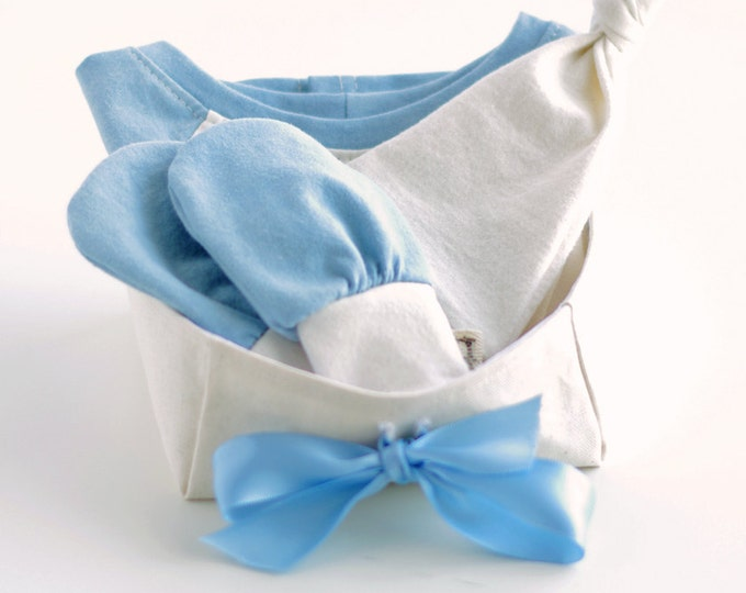 Organic Baby Gift Basket for Boys with Bodysuit, Knotted Beanie Hat and No Scratch Mittens / Baby Boy Gift Set / Baby Shower Gift