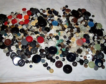 Vintage Lot of Buttons Plastic, Bone, Shell, Bakelite Assorted Colors & Sizes ALL for 9 USD