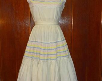 Vintage 1950s White Cotton Patio Dress with Pastel Rick Rack Super Full Skirt size Medium