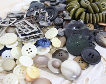BUTTONS & BUCKLES COLLECTION // Vintage buttons