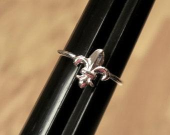 Cute Vintage 925 Sterling Silver Fleur De Lis Ring