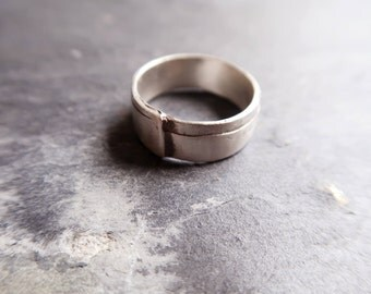 Sterling Silver Band. Simple, Graphic and elegant Design. Ring for Men and Women. Albert Ring