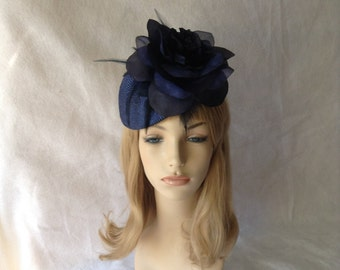 Navy wedding fascinator hat, navy blue flower fascinator, derby hats for ladies, navy feather fascinator, Navy blue straw hat for races