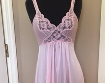 Vintage Miss Elaine Long Nightgown Vintage Gown 1980's Pretty in Pink Size Small Stretch Lace Scoop Back Big Sweep