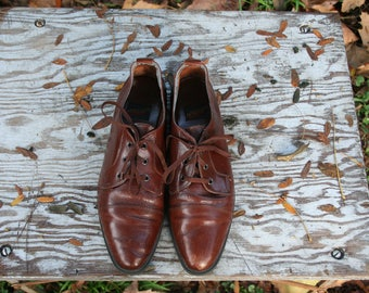 Size 8.5 / Vintage / Brown Leather / Lace Up / Oxford Shoes