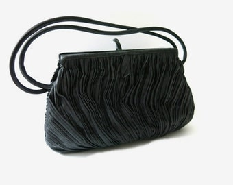 Vintage Handbag / Evening bag / Pleated Bag-  60s fashion accessoires / black bag