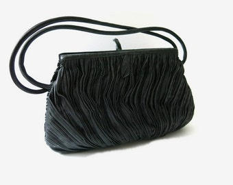 Vintage Handbag / Evening bag / Pleated Bag-  60s fashion accessoires / black bag