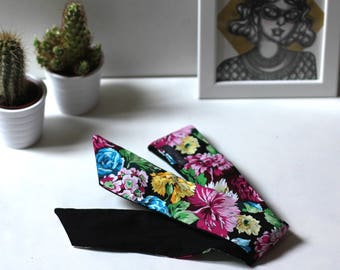 Reversible headband fabric with flowers/black