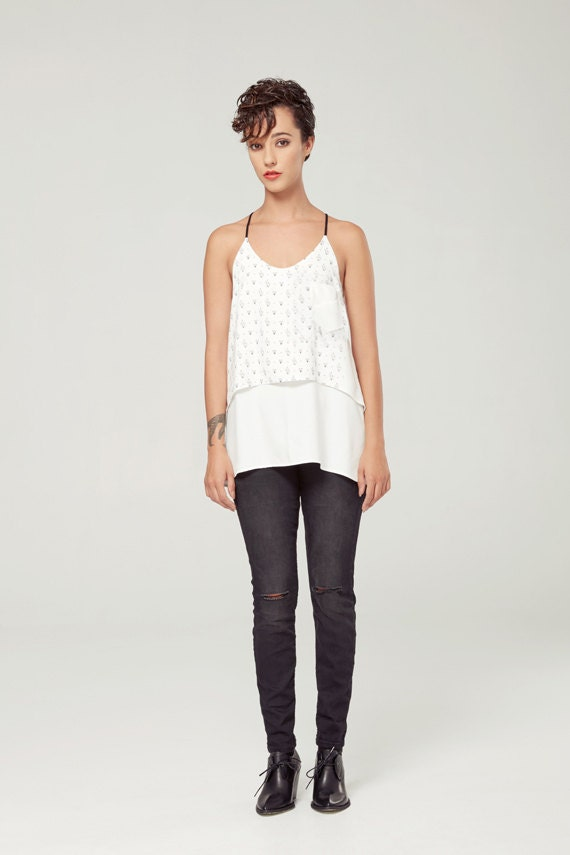 CRÉPUSCULE -  fluid cami with adjustables shoulders for women - white with triangles silkscreen