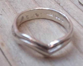 Vintage sterling silver V shaped ring