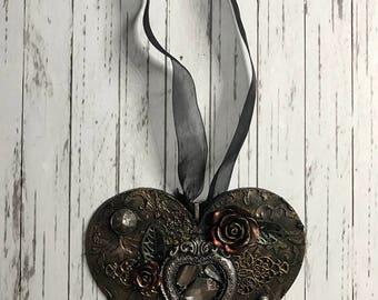 Gothic heart, broken mirror Mixed Media hanging wall decoration
