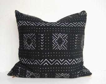 Bogolan pillow, African Mudcloth Pillow, African Mud Cloth Pillow, Black Tribal Bohemian Throw Pillow, 20X20, Bogolanfini Pillow
