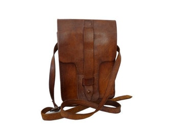 1970s heavy tan leather Messenger Bag //70s tan leather shoulder bag // crossbody