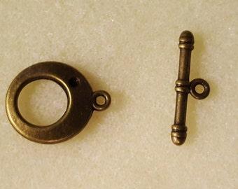 Cute Bronze Toggle Clasp, round gogo design - 18mm