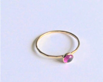 a pretty dainty 9ct gold stackable ring with a 4mm facetted rubelite garnet gemstone size J 1/2----4.75